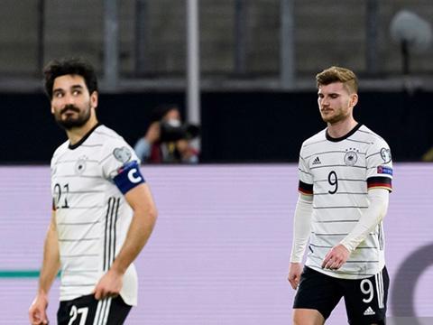 Loew chỉ trích Werner, Guendogan cạn lời sau thất bại sốc của Đức