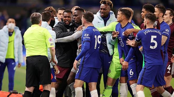 Bóng đá hôm nay 21/5: MU đón tin vui từ Maguire. Chelsea và Leicester đối diện án phạt