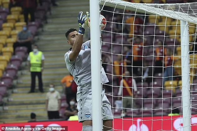 Kết quả bóng đá cúp C2, Galatasaray vs Lazio, kết quả Galatasaray vs Lazio, Thủ môn Lazio phản lưới, ket qua bong da, thủ môn phản lưới, Galatasaray, Lazio, cúp C3, C2