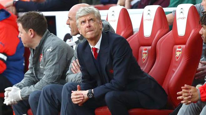 BÌNH LUẬN: Mùa Hè tồi tệ của Wenger và Arsenal