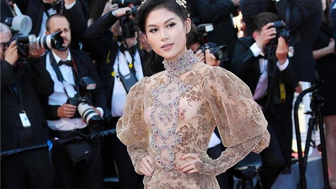 Ngọc Thanh Tâm diện váy xẻ cao bất tận trên thảm đỏ LHP Cannes