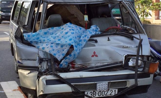 Xe ô tô chở gỗ lậu tự gây tai nạn làm phụ xe tử vong