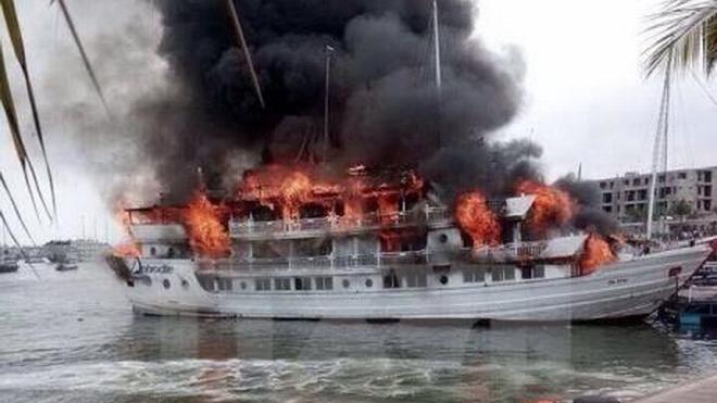 Cháy tàu cá trên vùng biển Ngư Lộc, Thanh Hóa