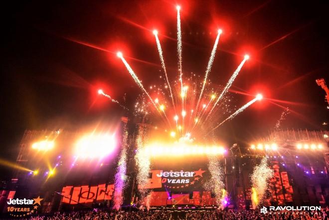 Hơn 20.000 fan EDM bùng nổ cùng đại tiệc âm nhạc Ravolution nhân sinh nhật 10 năm Jetstar Pacific
