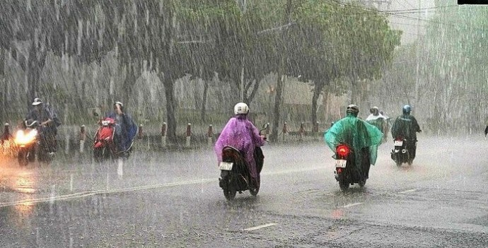 Mưa rào và dông giải nhiệt nắng nóng ở Hà Nội