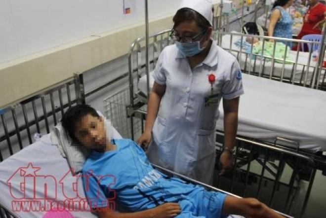 Hy hữu: Kim khâu đâm vào tim bé trai, bác sĩ cho tim ngừng đập để mổ