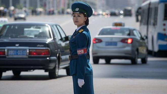 Tiêu chuẩn nữ cảnh sát giao thông Triều Tiên: Đẹp, độc thân, 26 tuổi nghỉ hưu