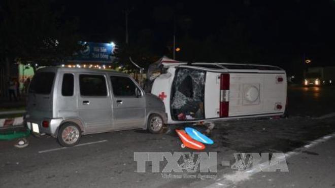 Xe cấp cứu gây tai nạn liên tiếp trong đêm, một người tử vong