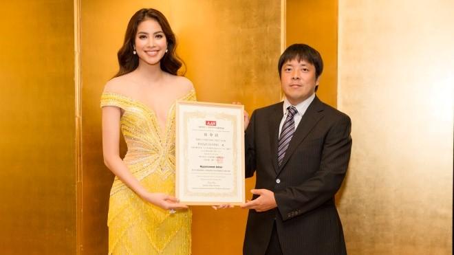 Phạm Hương rạng rỡ trong khoảnh khắc được bổ nhiệm làm Đại sứ Nhật Ngữ