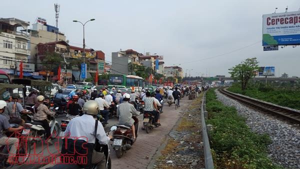 Cấm xe máy, hạn chế xe cá nhân phải có lộ trình phù hợp