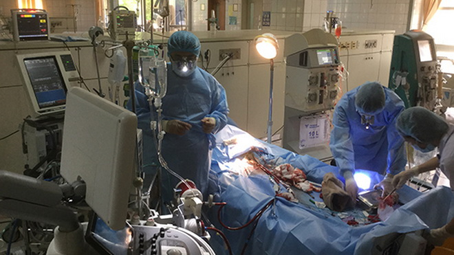 Giám đốc bệnh viện Hòa Bình xin từ chức sau tai biến chạy thận 8 người chết