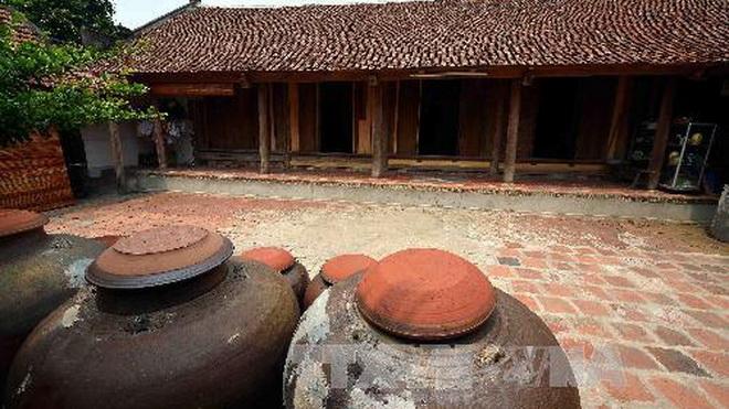 Hỗ trợ người dân làng cổ Đường Lâm tham gia làm du lịch