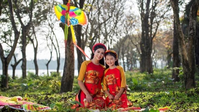 Hoa hậu Ngọc Hân ra mắt bộ sưu tập 'Bức họa đồng quê'