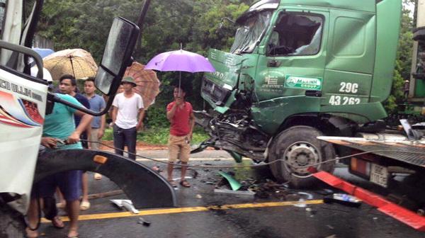 Tai nạn giao thông nghiêm trọng làm 5 người chết, 6 người bị thương