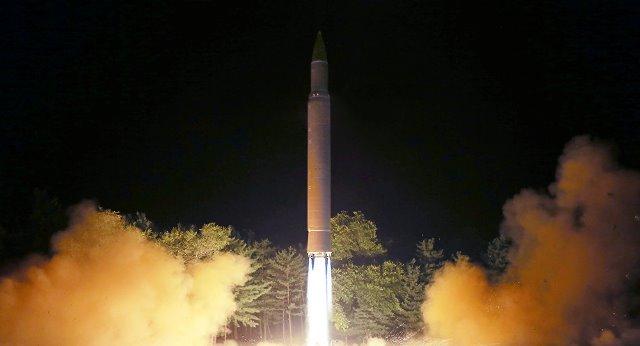 Quân đội Hàn Quốc: Triều Tiên vừa phóng 3 quả tên lửa đạn đạo