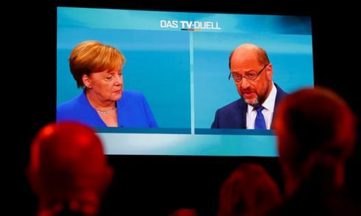 Bị 'đối thủ' công kích, bà Merkel vẫn thắng áp đảo khi tranh luận trên truyền hình