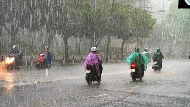 Cả nước mưa to diện rộng, đề phòng tố lốc và gió giật mạnh