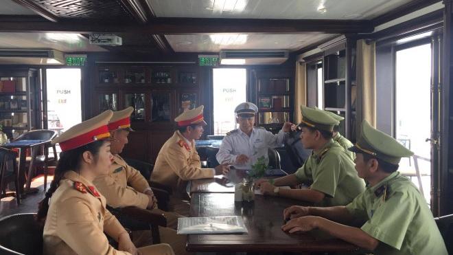 Quảng Ninh tăng cường quản lý, đổi mới dịch vụ du lịch trên vịnh Hạ Long