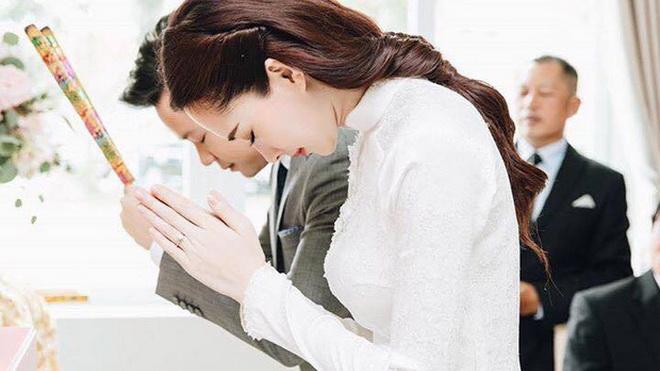 Rò rỉ ảnh đính hôn tình tứ, Hoa hậu Đặng Thu Thảo không tiết lộ địa điểm cưới