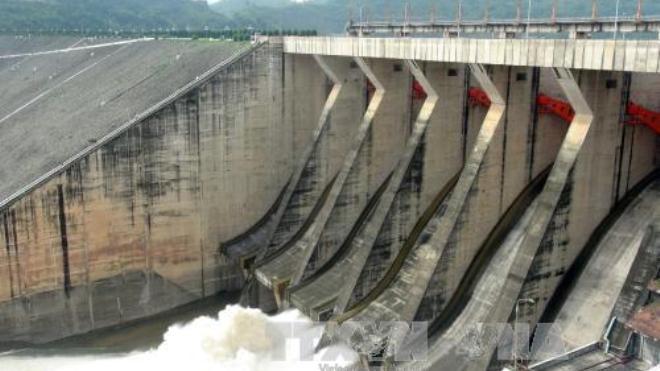 Thủy điện Hòa Bình mở một cửa xả đáy, các địa phương chủ động ứng phó