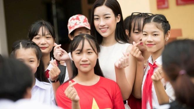 Mưa lũ ở Yên Bái, Hoa hậu Mỹ Linh hoàn toàn bị cô lập, mất liên lạc