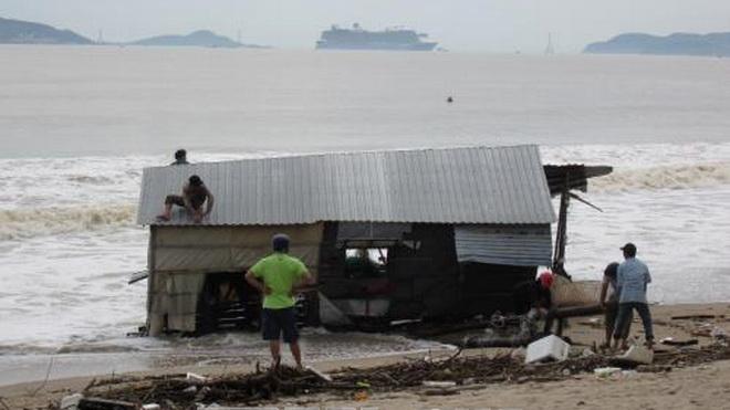 CẬP NHẬT: Bão số 12 và mưa lũ làm 63 người chết và mất tích