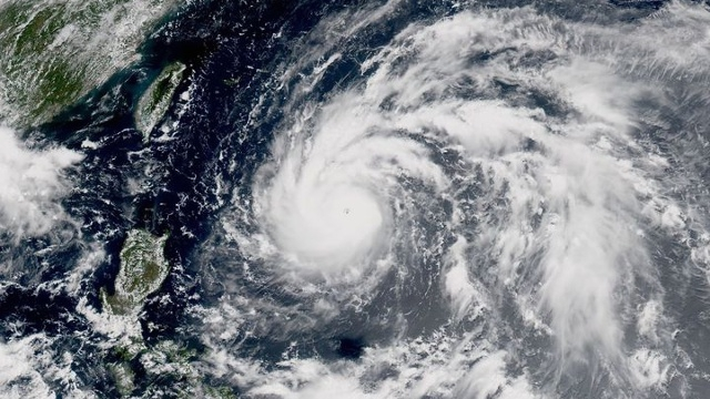 Áp thấp nhiệt đới đang mạnh lên, di chuyển về phía Biển Đông