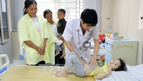 Nhiều học sinh mầm non nhập viện nghi do bị ngộ độc thức ăn