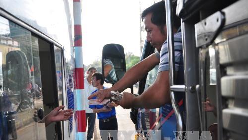 Sau 'chảo lửa' BOT Cai Lậy, hàng loạt tài xế mang tiền lẻ mua vé BOT Biên Hòa - Đồng Nai