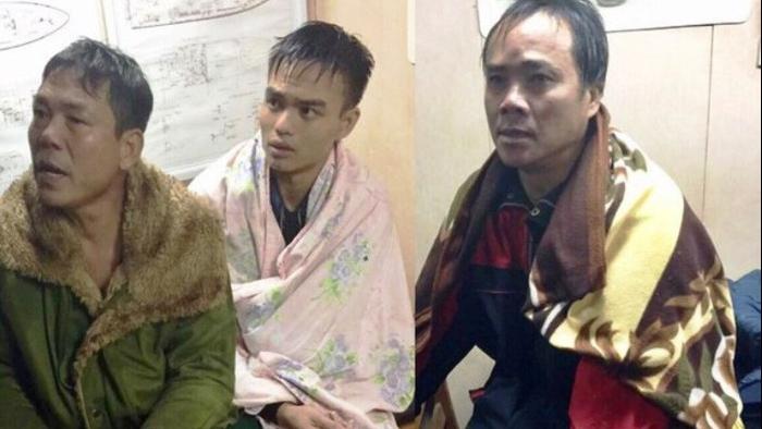 Biển đảo Việt Nam: Bộ đội biên phòng cứu sống 3 ngư dân chìm tàu trên biển Nghệ An