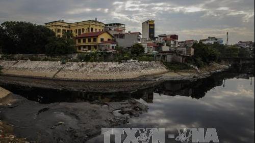 Suy thoái, ô nhiễm nguồn nước ngầm ở thành phố ngày càng trầm trọng