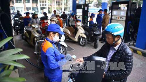 15 giờ chiều 4/1 điều chỉnh giá xăng dầu: Xăng E5 không tăng giá