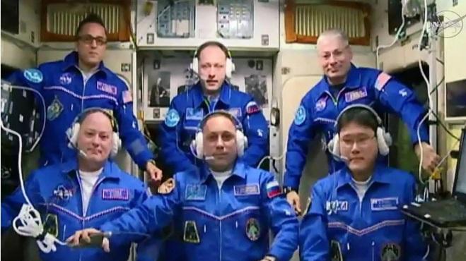 Phi hành gia Nhật xin lỗi sau thông báo cao thêm 9cm trên vũ trụ