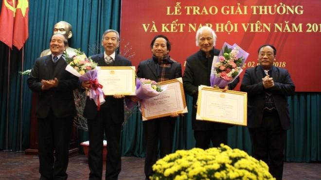 Trao giải thưởng Hội nhà văn Việt Nam 2017: Vui buồn lẫn lộn