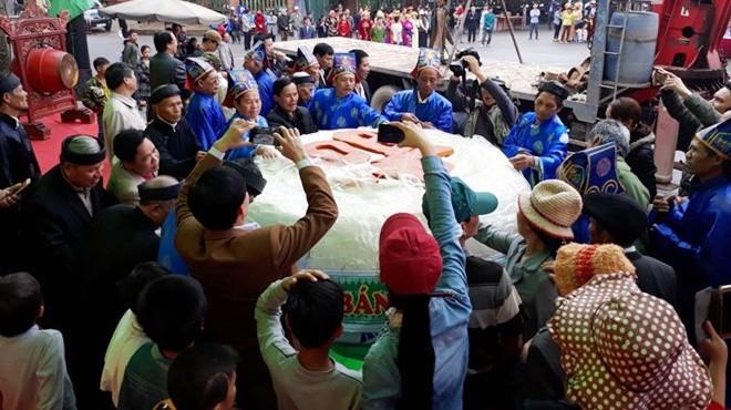 Nếu Lang Liêu cũng làm chiếc bánh giầy nặng 3 tấn?
