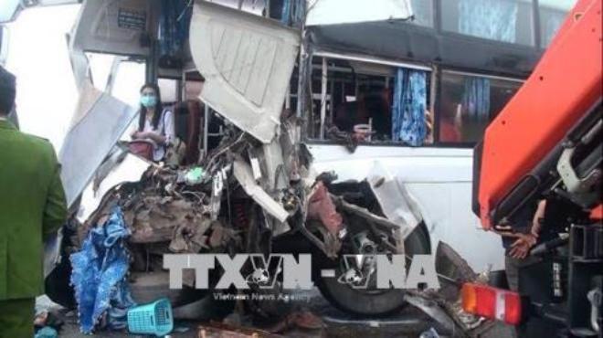 Xe cứu hỏa va chạm xe khách trên cao tốc, 4 cảnh sát bị thương nặng