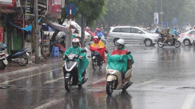 Thời tiết miền Bắc mưa nhỏ về đêm, Nam Bộ nắng nóng trên 36 độ C