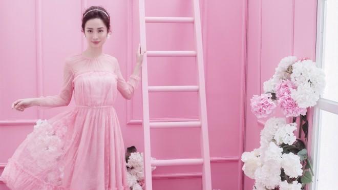 Jun Vũ tung bộ ảnh mới đẹp dịu dàng sau tuyên bố 'đã nâng ngực'