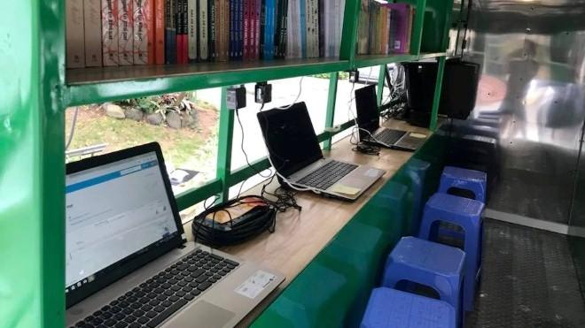 Bộ VH,TT&DL trao tặng 8 thư viện lưu động cho địa phương