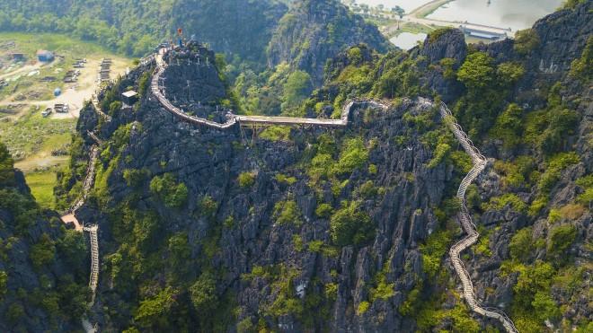 Công trình xây trái phép trên núi Cái Hạ tại Tràng An cổ: Không thể đòi hỏi tháo dỡ nhanh