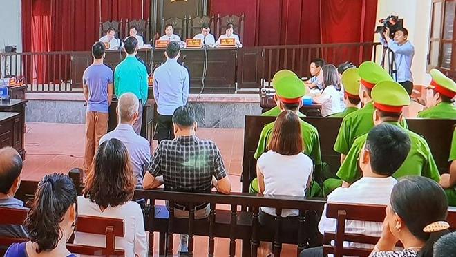 Hoãn phiên xử bác sĩ Hoàng Công Lương vụ chạy thận tại bệnh viện Hòa Bình