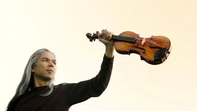 Stephane Trần Ngọc biểu diễn với cây violin từ thế kỷ 16