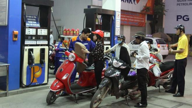 Bộ Tài chính vừa đề xuất tăng thuế xăng dầu lên 4.000 đồng mỗi lít