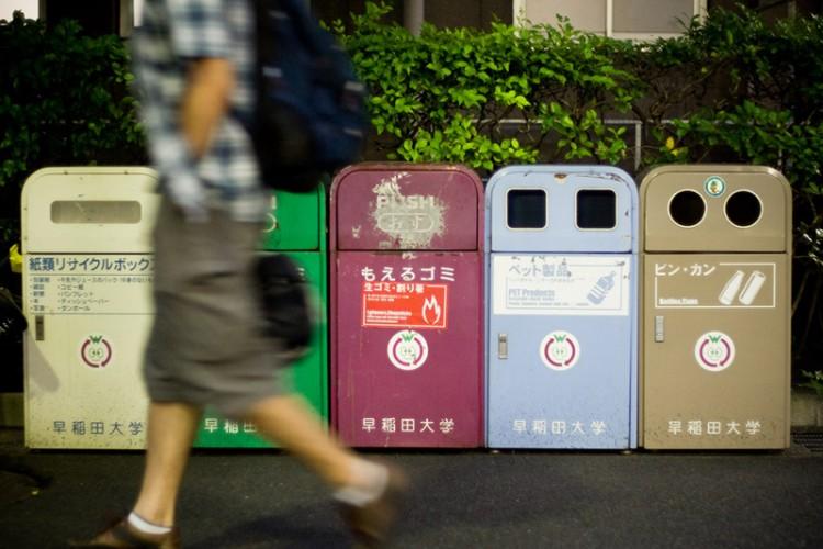Thán phục tái chế rác thải nhựa phong cách Nhật Bản