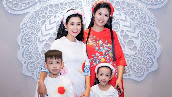 Nguyệt 'Phía trước là bầu trời' cùng hai con trình diễn BST của Hoa hậu Ngọc Hân