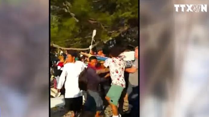 Tình người trong hoạn nạn sau động đất hơn 90 chết ở Indonesia