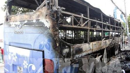 Thành phố Hồ Chí Minh: Xe khách giường nằm bốc cháy trơ khung