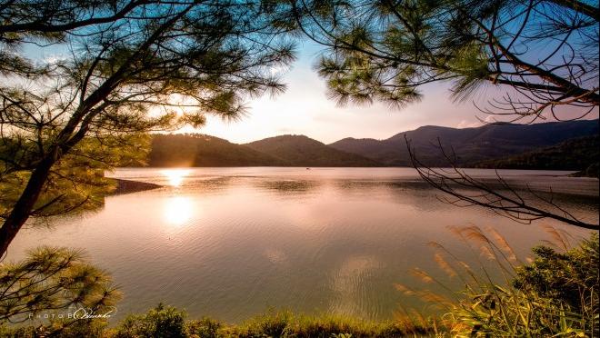 Ngỡ ngàng vẻ đẹp hồ nhân tạo lớn nhất Quảng Ninh khi trời vào Thu