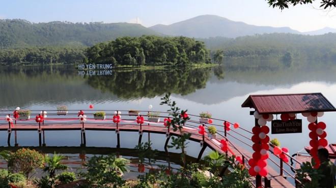 Hồ Yên Trung, Quảng Ninh hút khách trong ngày khai trương du lịch