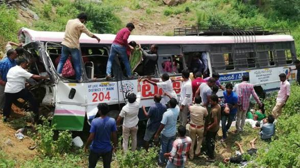Tai nạn thảm khốc ở Ấn Độ, 15 người chết, 19 người bị thương